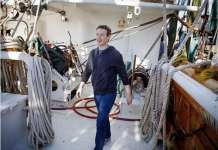 Facebook前高管:扎克伯格权力过大 应聘请一位新CEO