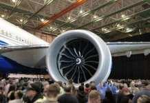 发动机意外磨损 波音将推迟全球最大双引擎客机首飞