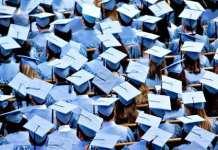 美国大学毕业生比高中学历者平均每年多挣3万美元
