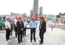 许家印在深视察恒大超级总部大楼 或于2024年竣工