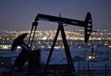 周五美油收高1.5%突破60美元 布油收涨1.6%