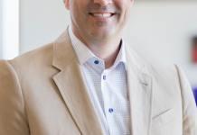 思科CEO谈业务转型 押注芯片业务