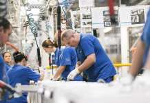 伊莱克斯警告美工厂重组将带来更大冲击 股价暴跌12%